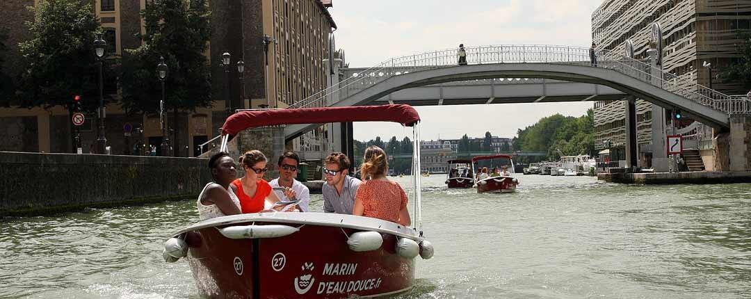 En bateau vous découvrirez les lieux insolites de Paris comme le pont levant de Crimée
