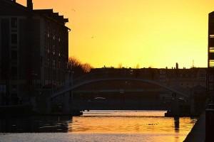 Coucher de soleil sur le pont de Crimée, bassin de la Villette