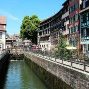 Différents itinéraires pour découvrir Strasbourg à bord de bateaux électriques et sans permis
