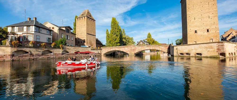 La Petite France et les Ponts Couverts : découvrez le centre de Strasbourg en bateau électrique