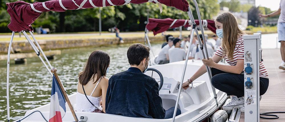 Le temps d'un parcours, devenez capitaine de bateau pour une sortie originale en famille ou entre amis à Lille