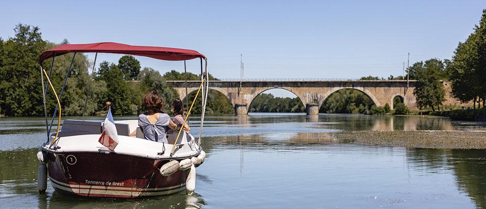 Louez nos bateaux électriques sans permis pour une sortie en famille