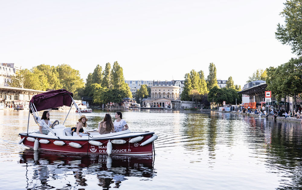 Location de bateaux électriques sans permis à Paris sur le canal de la Villette