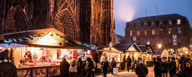 Venez découvrir le Marché de Noël, situé sur le parvis de la Cathédrale.