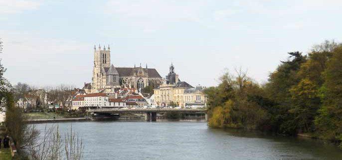 La cathédrale de Meaux, vue depuis la Marne