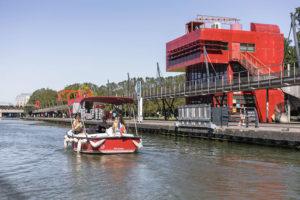 Naviguez en famille ou entre ami sur le bassin de la Villette avec Marin d'Eau Douce