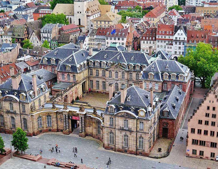 Bateaux sans permis Marin d'Eau Douce : Montez à bord et découvrez le Palais Rohan de Strasbourg