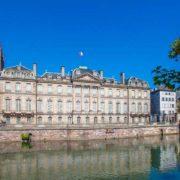 Palais Rohan à Strasbourg : tourisme écologique grâce aux bateaux sans permis Marin d'Eau Douce
