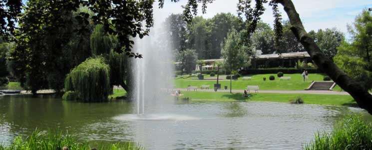 Le parc de l'Orangerie à Strasbourg : une étape en pleine nature pour pique-niquer lors de votre balade en bateau électrique