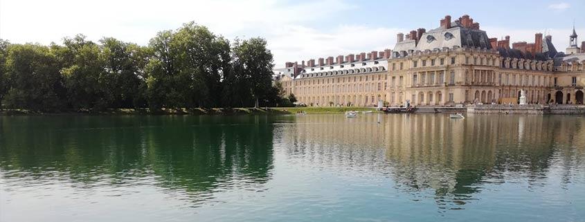 Admirez le château de Fontainebleau depuis l'Etang aux Carpes à bord des barques de Marin d'Eau Douce