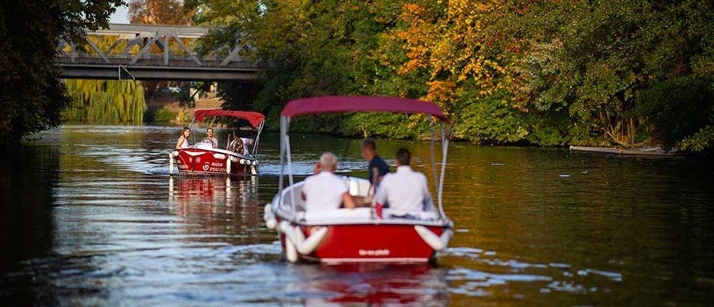 Strasbourg en bateau électrique : sortie entre amis en pleine nature